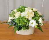 Simply Classic  in Oakville ON, Margo's Flowers & Gift Shoppe