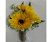Viking Daisy Boutonniere in Watertown, Wisconsin, Draeger's Floral
