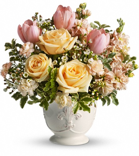 Teleflora's Peaches and Dreams in Warwick RI, Yard Works Floral, Gift & Garden