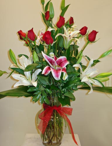 Roses and Lilies in Naples FL, Gene's 5th Ave Florist