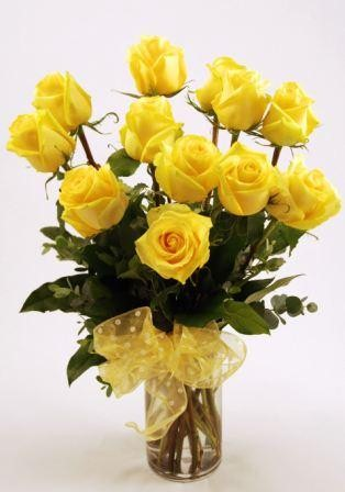 'Get Shorty' Yellow Dozen Local and Nationwide Guaranteed Delivery - GoFlorist.com