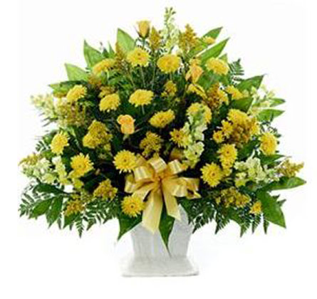 Funeral Mache in Yellow in Chicagoland IL, Amling's Flowerland