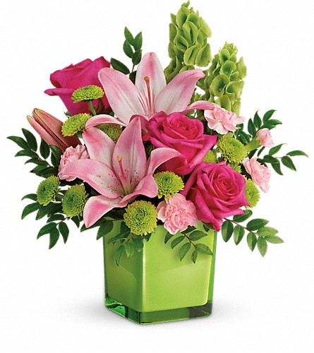 Teleflora's In Love With Lime Bouquet in Tulalip WA, Salal Marketplace