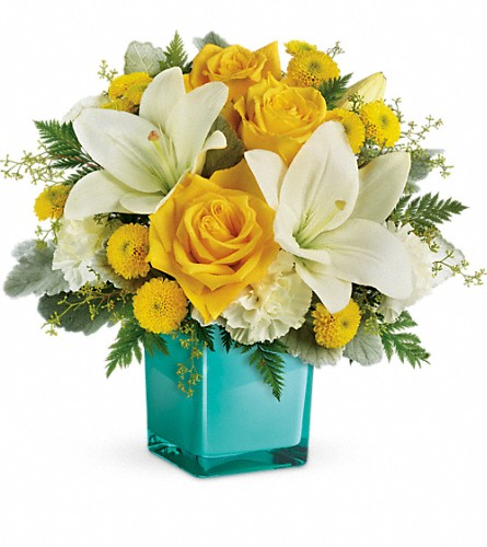Teleflora's Golden Laughter Bouquet in North Sioux City SD, Petal Pusher